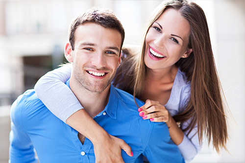 couple-with-white-teeth